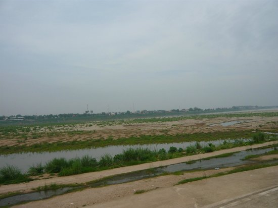 Best Western Vientiane Hotel: Mekong in the distance