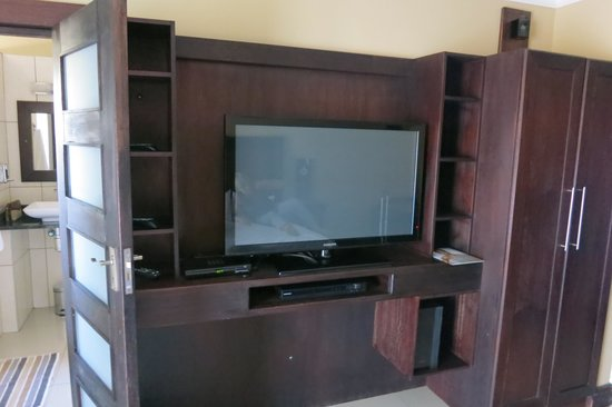 Klein Windhoek Guesthouse: Huge tv in the Luxury rooms