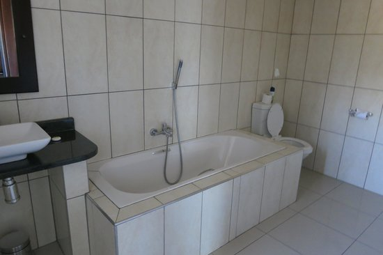 Klein Windhoek Guesthouse: Large Bathroom