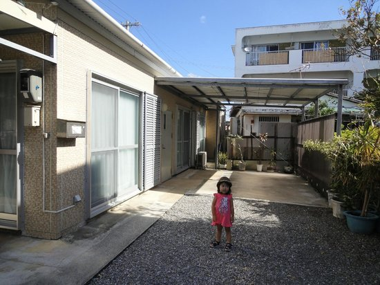 Pension Petite House: ペンション前は駐車場