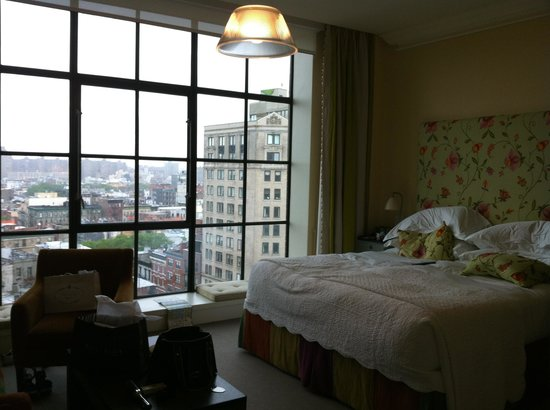 Crosby Street Hotel: Lovely bright room