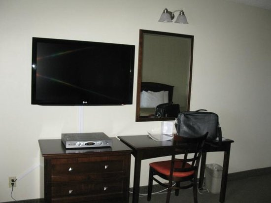 La Place Rendez Vous Hotel & Convention: Wall mounted TV