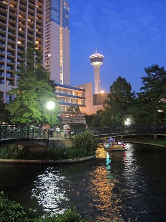 San Antonio Marriott Riverwalk: Riverwalk at night, taken steps from the hotel