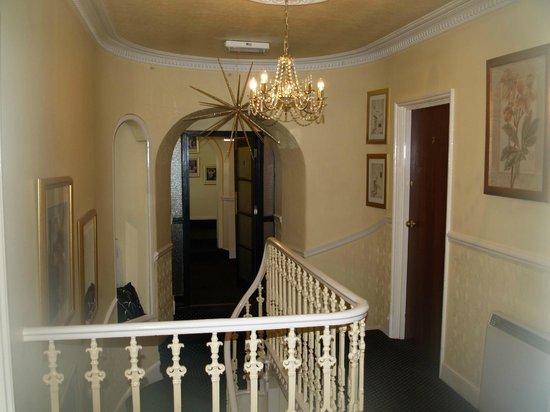 Westberry Hotel: upper hallway