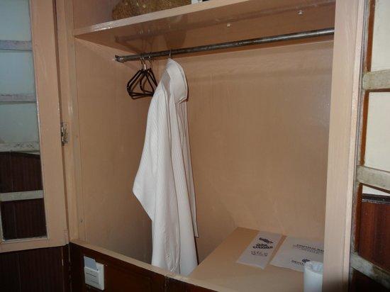 Hotel Aketa : Wardrobe is like a pigion hole. Not having even hangers