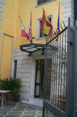 Hotel Relais Patrizi: entrée de l'hotel