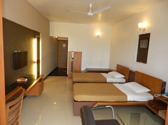 Hotel Rock Regency: A.C room