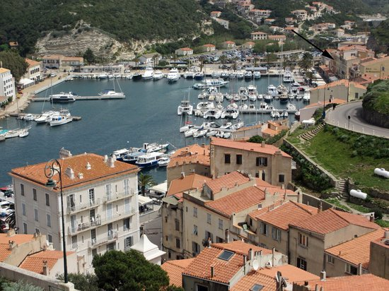 Best Western Hotel du Roy D'Aragon : The hotel is located at the end of the harbour