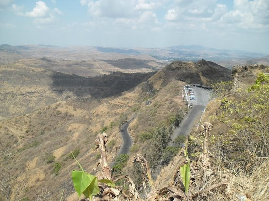 Approach road of 2.5 km to Sinhagad Fort to get concrete makeover