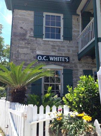 O.C. White's Seafood & Spirits : Beautiful flowergardens