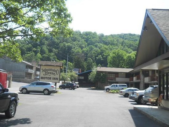 Mountain House Motor Inn Downtown : front view from the office