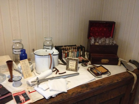 Gaslamp Museum at the Davis-Horton House: Medicine & medicine supplies