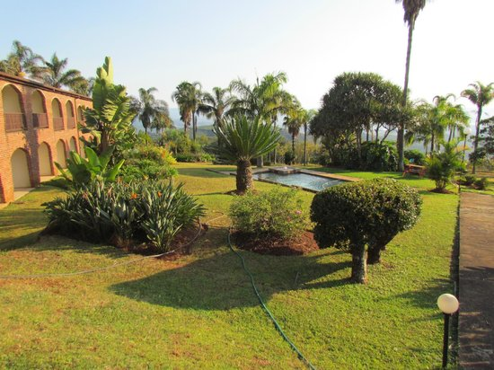 Mashutti Country Lodge: view of grounds