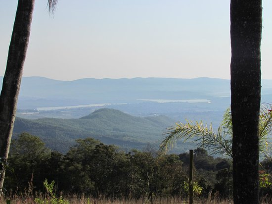 Mashutti Country Lodge: Tzaneen town and Dam in distance