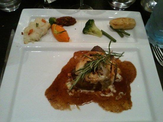 Restaurant Le Studio : delicieuse pièce de boeuf et fromage pas trop fort