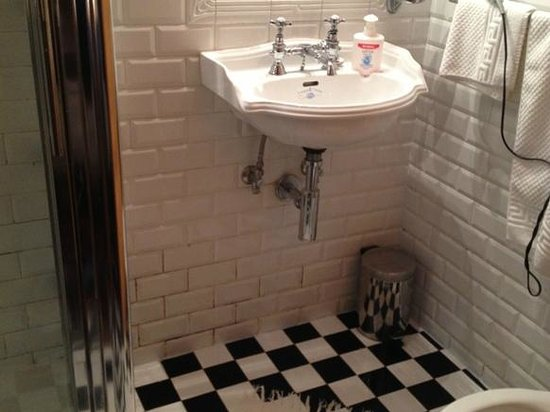 lavabo finto vintage picture of il baglio country. Black Bedroom Furniture Sets. Home Design Ideas