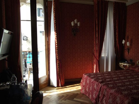 La Palazzina Veneziana: Annex room with balcony