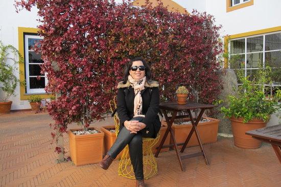 Albergaria do Calvario: Varanda ,jardim externo.