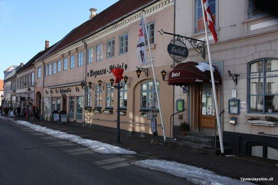 Bogense Hotel: Facaden i gågaden