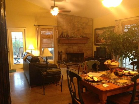 Villas in the Wimberley Hills: Living area