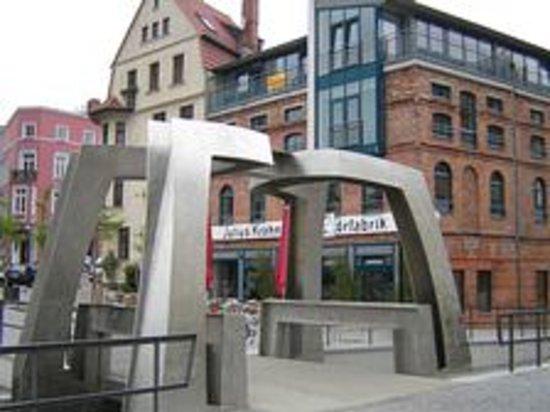 Cafe Likorfabrik: Der Blick von der Viergelindenbrücke