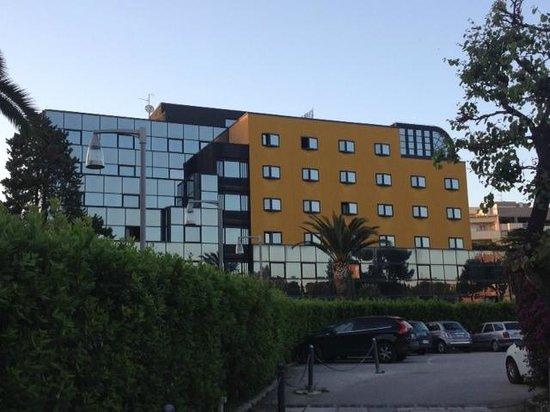Mercure Villa Romanazzi Carducci: the hotel from outside