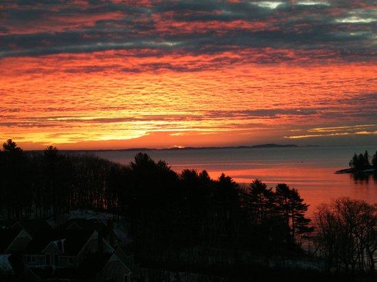 Strawberry Hill Seaside Inn: Morning sunrise