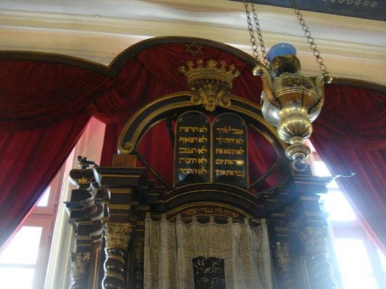 Synagogue: Aron a kodesh