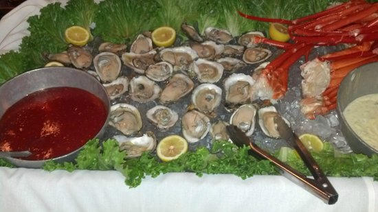 Landing Restaurant: Sunday Brunch oysters