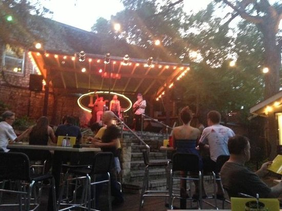 Ino'z Incorporated: Patio area with great easy jazz entertainment from the Jitterbug Vipers