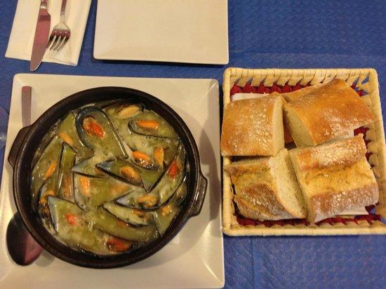 La Curuxina: Best mussels I ever had