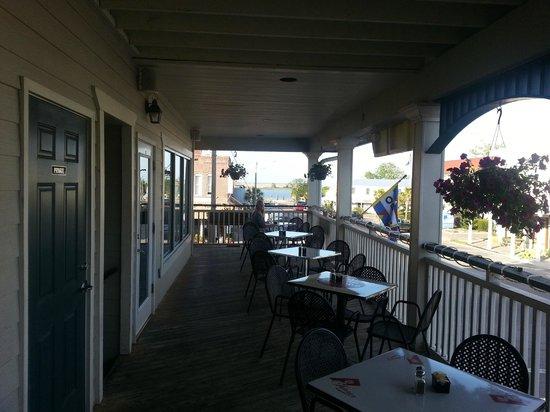 Verandas Bistro: Perfect outdoor seating