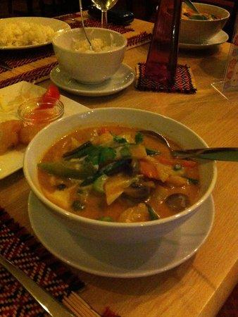 Flora Thai Restaurant: Best red Thai curry!