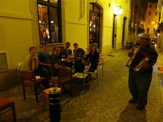 B&B ZUZABED : welcome to Lisbon evening with guests