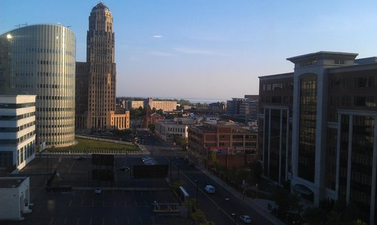 Embassy Suites by Hilton Buffalo: View of town from the room