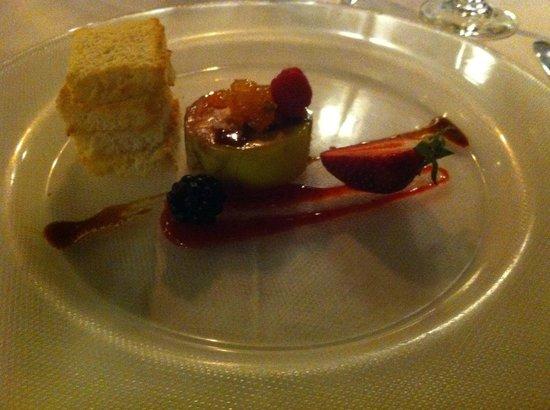 Can Curreu: Trtino di fois gras con salsa di fragole fresche e marmellata di Kumquat