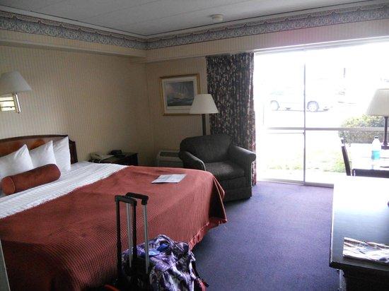 Howard Johnson Inn Mystic: chambre avec baie vitrée