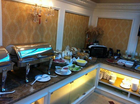 Angel Palace Hotel: Breakfast Buffet line