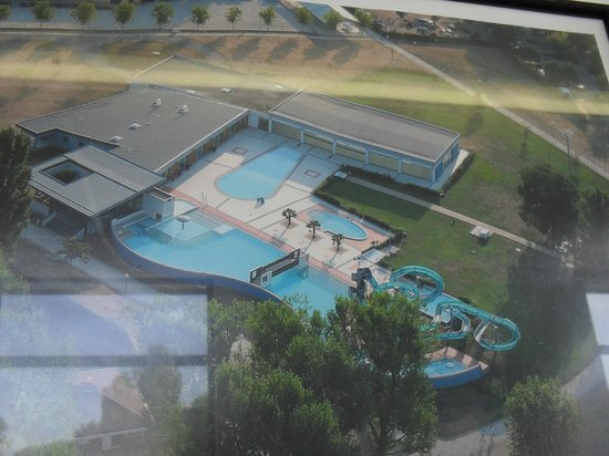 Montrevel-en-Bresse, Prancis: Les piscines