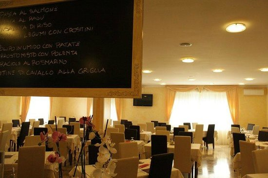 La sala da pranzo picture of la rotonda ghedi tripadvisor for La sala da pranzo