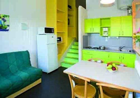 VVF Villages Saint-Jean-la-Vêtre : espace cuisine