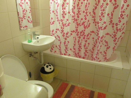 บูมเมอร์แรง โฮสเทล แอนด์ อพาร์ทเม้นท์ส์: bathroom