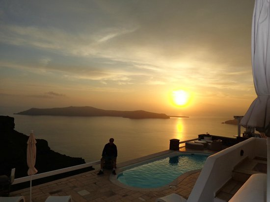 Tholos Resort: Sunset view from pool deck