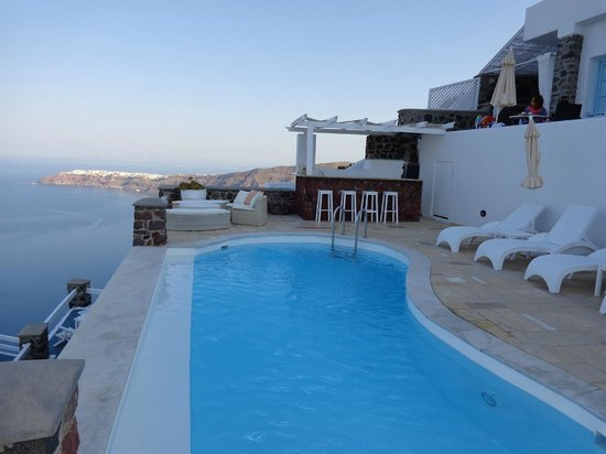 Tholos Resort: Gorgeous pool at the steps of our room