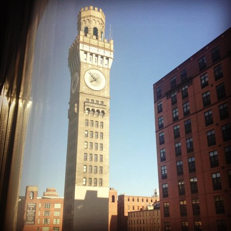 Holiday Inn Baltimore-Inner Harbor: Beautiful view of clock and street from room.
