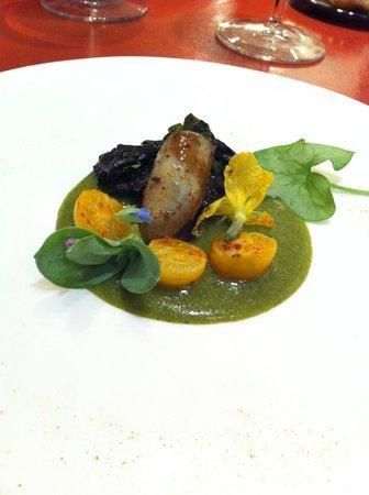 La Poularde: cuisse de canard farcie