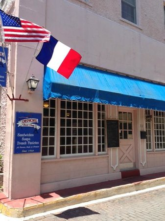 Denoel French Pastry Shop: Denoel's from the street