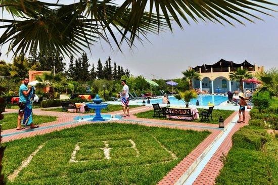 Jardin piscine picture of riad qodwa marrakech for Riad marrakech piscine