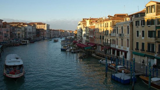 Alla Vite Dorata: Views of the Grand Canal at 0700 on a cold February morning