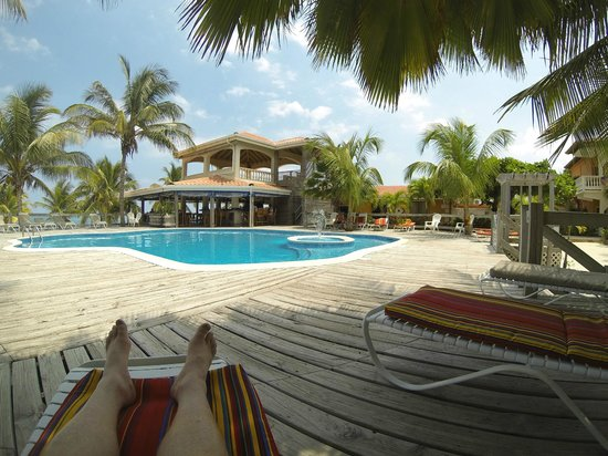 SunBreeze Hotel: Poolside on one of the numerous loungers